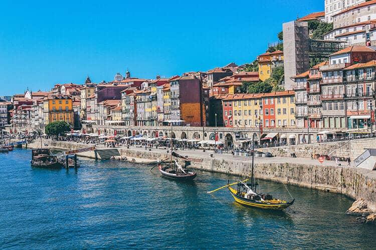 Van Lissabon naar Porto: aan he twater